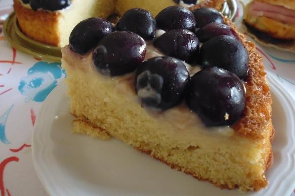 Crostata morbida con crema alla vaniglia e ciliegie
