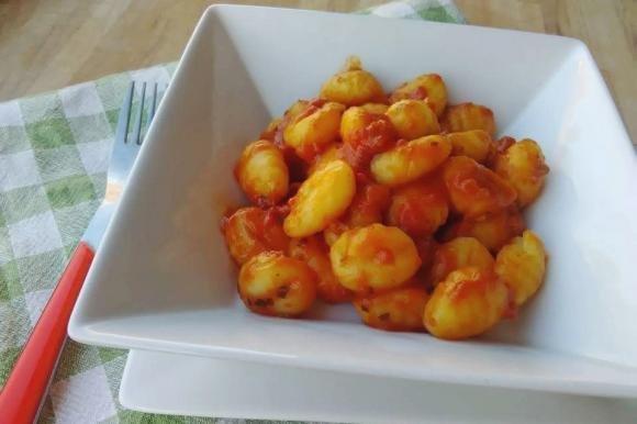 Gnocchi di patate con sugo al tonno Bimby