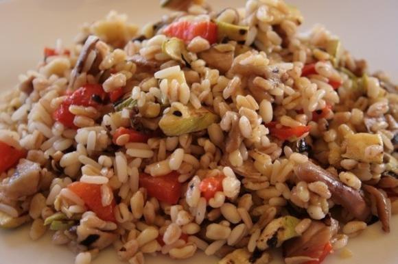 Insalata fredda ai 5 cereali con verdure grigliate