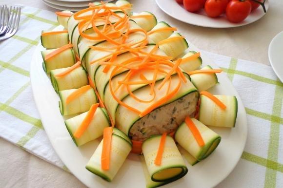 Polpettone di pollo con zucchine e carote