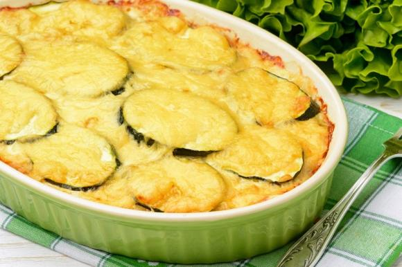 Zucchine cremose con wurstel e formaggio