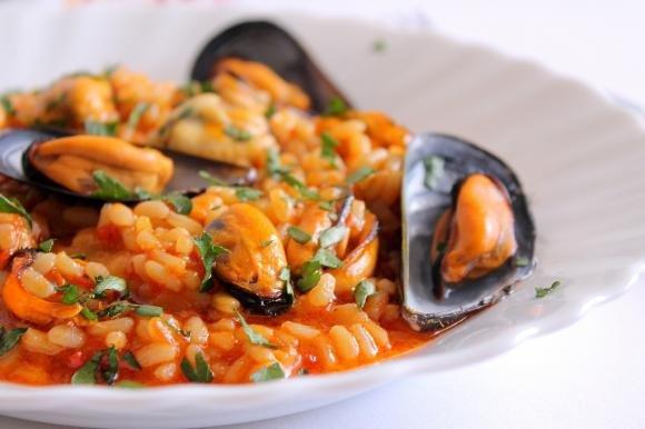 Risotto con crema di peperoni e cozze