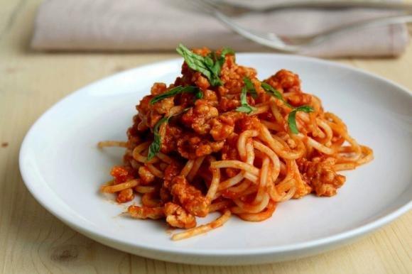 Spaghetti al ragù di pollo