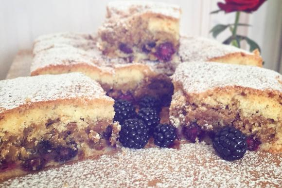 Crumble pie senza glutine alle more selvatiche