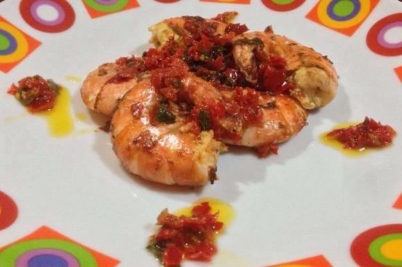 Gamberoni con salsa piccante di peperoncini