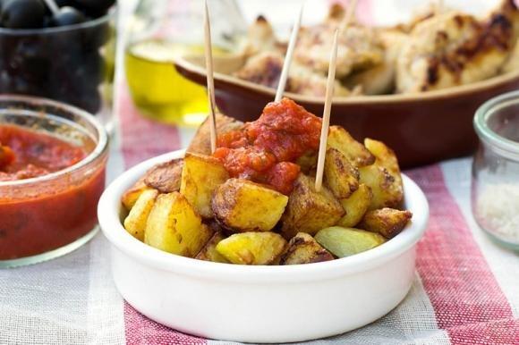 Patatas bravas con salsa al pomodoro
