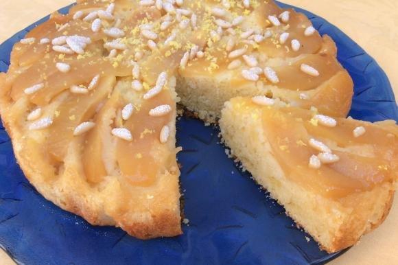 Torta rovesciata con mele e pinoli