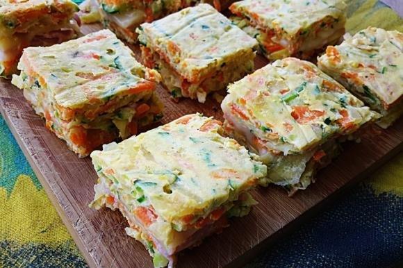 Quadrotti alle verdure farciti con prosciutto cotto e formaggio