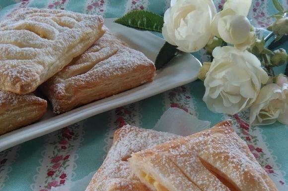 Sfogliatine con mele e crema pasticcera