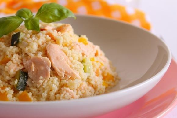 Couscous con salmone, peperoni e zucchine
