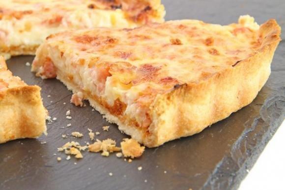 Torta salata con patate e crema al parmigiano