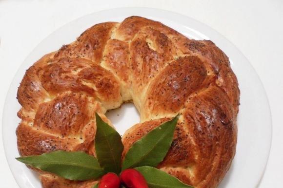 Treccia di pane al pecorino