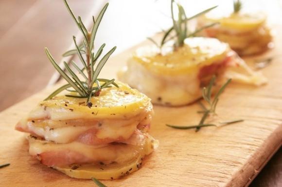 Torri di patate con prosciutto e scamorza