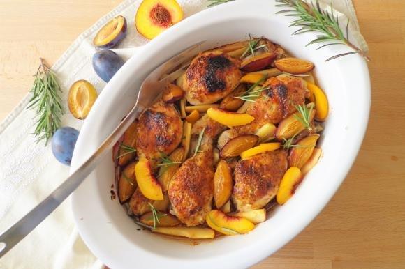 Fusi di pollo al forno con salsa al miele, senape e frutta