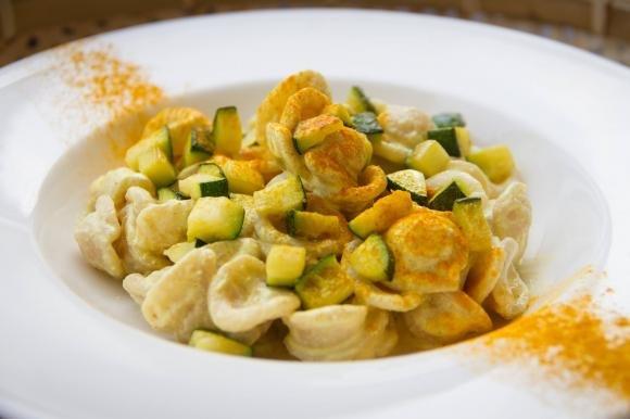 Orecchiette curcuma e zucchine
