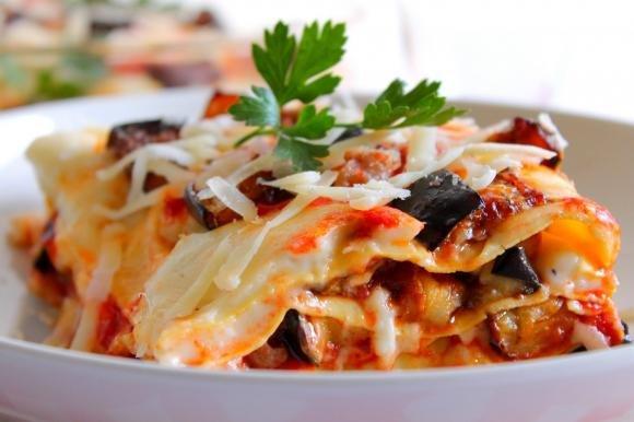 Lasagne con ragù di salsiccia, melanzane e besciamella