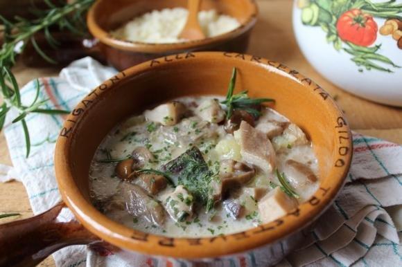 Zuppa cremosa funghi e panna