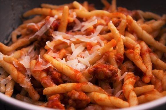 Trofie con ragù di salsiccia e parmigiano