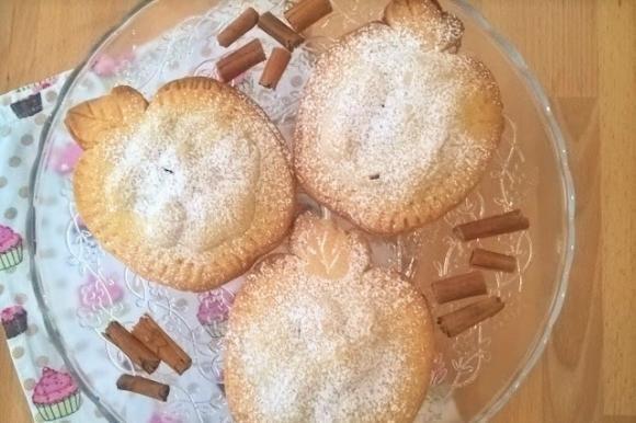 Biscotti di pasta frolla mele e uvetta