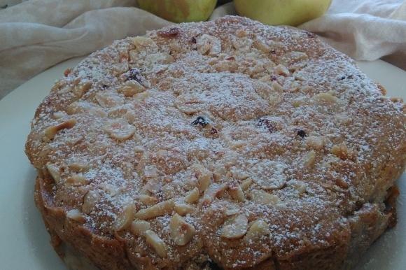 Torta rustica con mele e nocciole