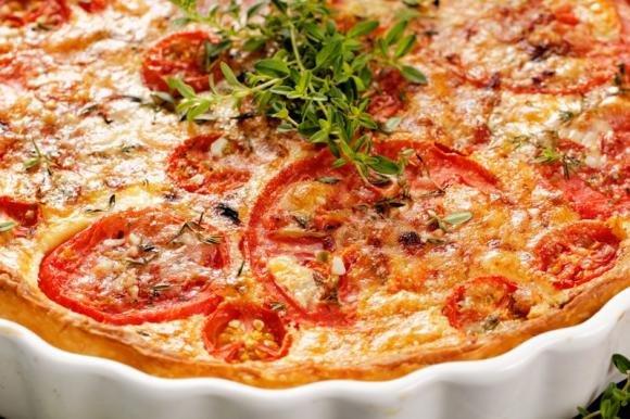 Torta salata pomodoro e formaggi