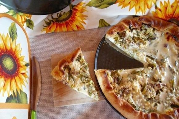 Torta salata asparagi, luganega e ricotta