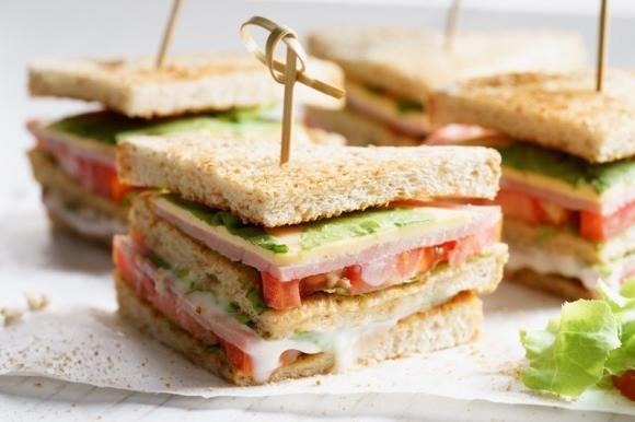 Clubhouse sandwich con prosciutto cotto