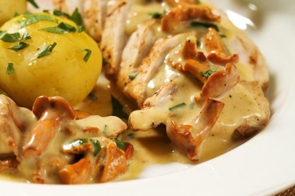 Pollo cremoso con funghi e gorgonzola