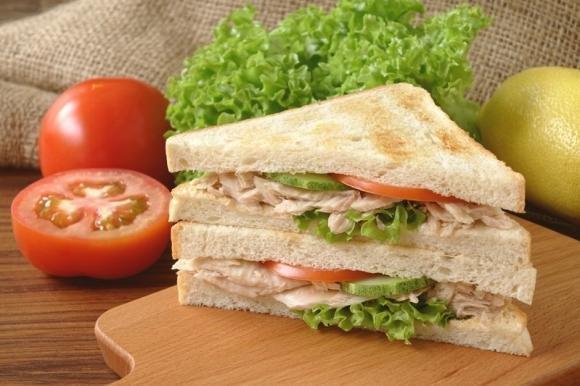 Clubhouse sandwich al tonno