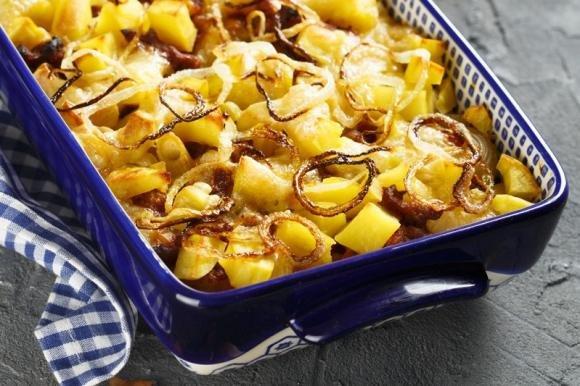Patate con cipolle e wurstel