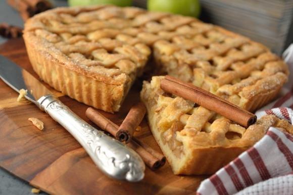Crostata di mele con pinoli e cannella