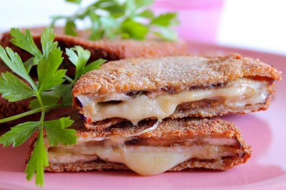 Sandwich di melanzane con prosciutto cotto ed emmenthal