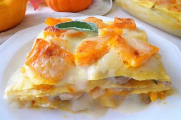 Lasagne con zucca e funghi champignon