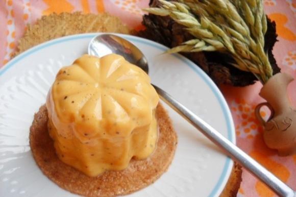 Dessert alle pesche con alchechengi e zafferano