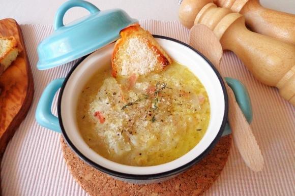 Zuppa di cipolle e speck