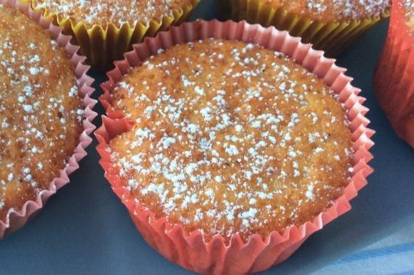 Muffin con farina di farro, yogurt senza lattosio e gocce di cioccolato