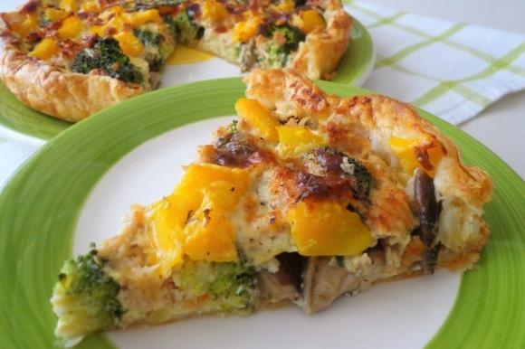 Torta salata con broccoletti, tonno e funghi