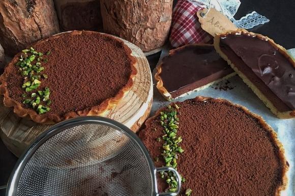 Crostatine con ganache fondente al sale e copertura al cacao