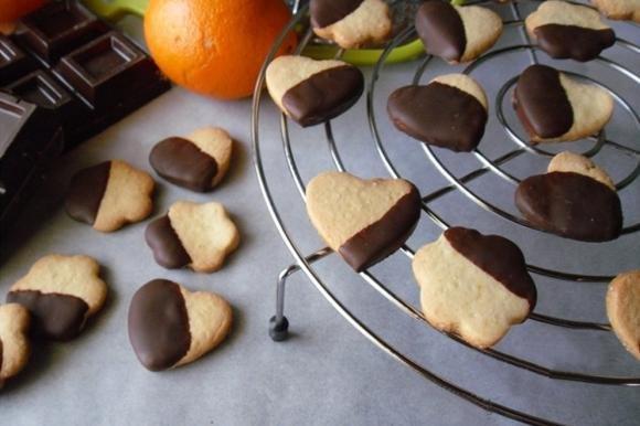 Biscotti arancia e cioccolato fondente