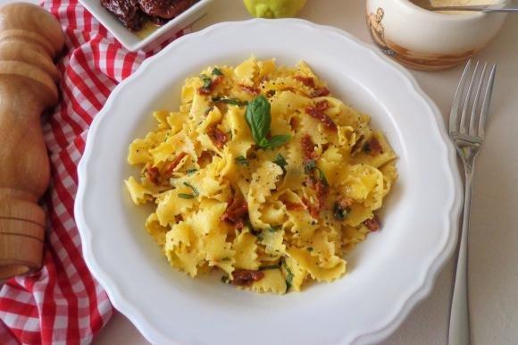 Pappardelle con salsa al limone e pomodori secchi