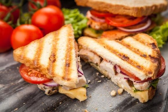 Sandwich con pollo grigliato