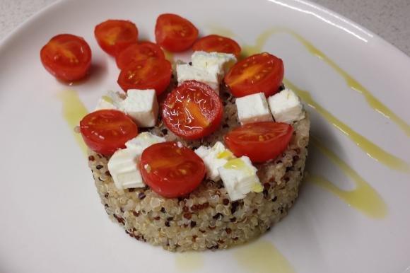 Quinoa con feta e pomodorini