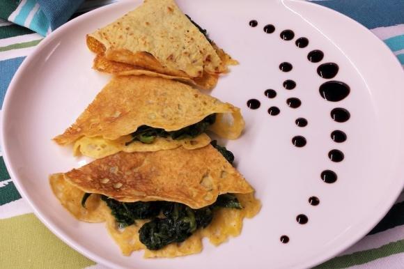 Crepes senza uova con farina di ceci ripiene di spinaci