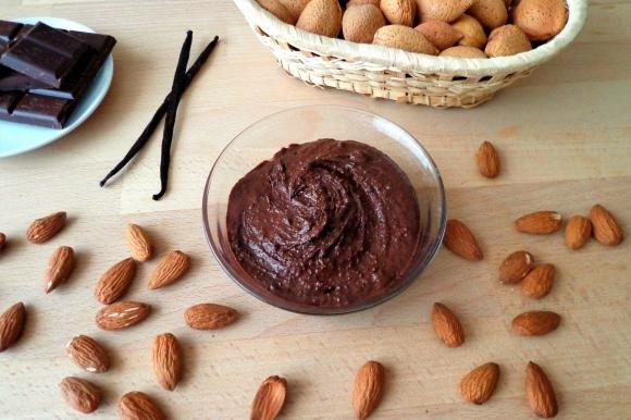 Crema spalmabile cacao e mandorle