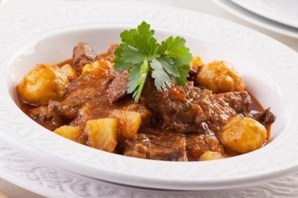 Ricetta Spezzatino Al Sugo.Spezzatino Al Sugo Con Patate Fidelity Cucina