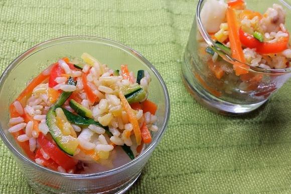 Riso integrale con merluzzo, carote, zucchine e peperoni