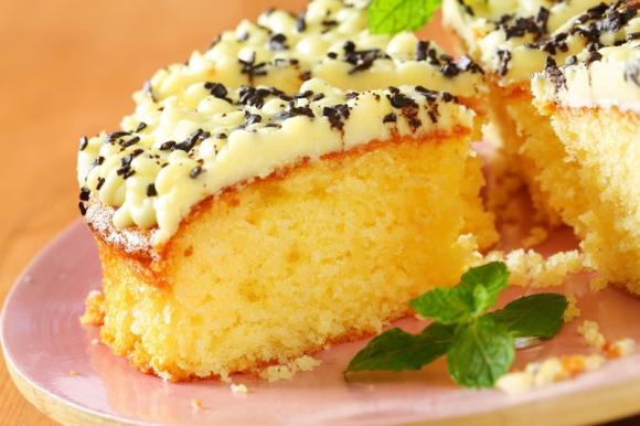 Torta soffice al limone e cioccolato bianco