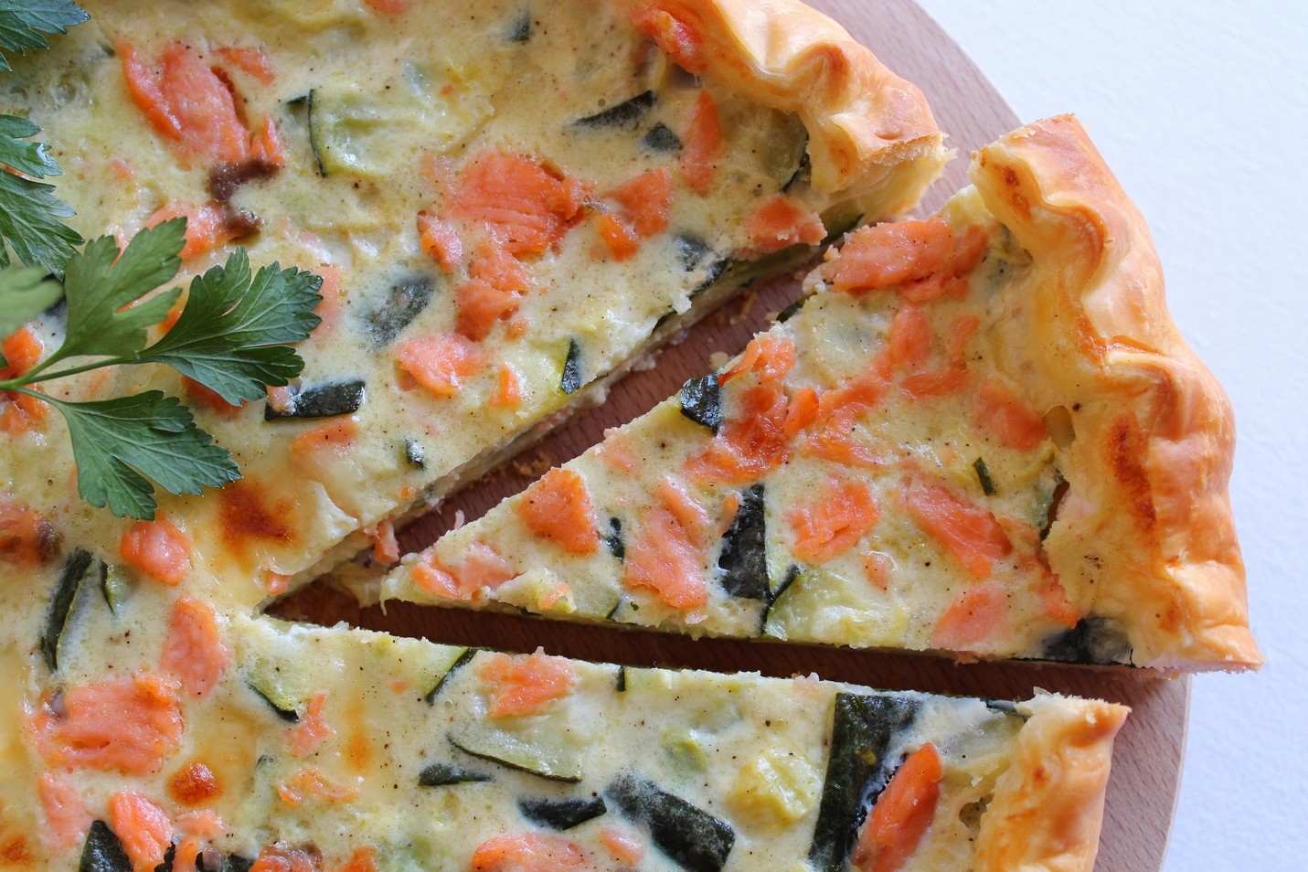 Ricetta Quiche Salmone E Zucchine.Torta Salata Con Salmone Affumicato E Zucchine Fidelity Cucina