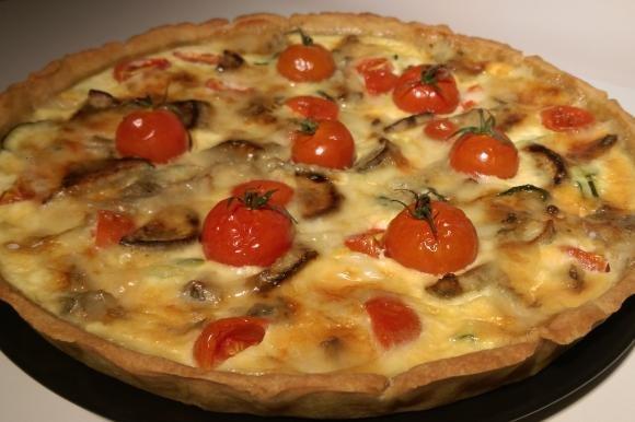 Torta salata con gorgonzola, zucchine, ciliegino e patate dolci