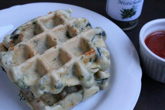 Waffle di spinaci e feta
